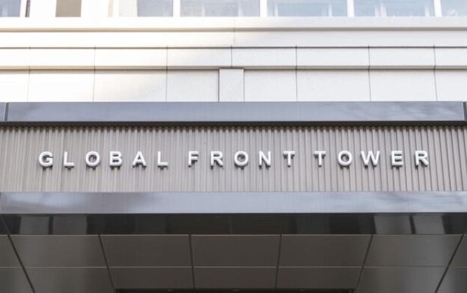 グローバルフロントタワーのプレート