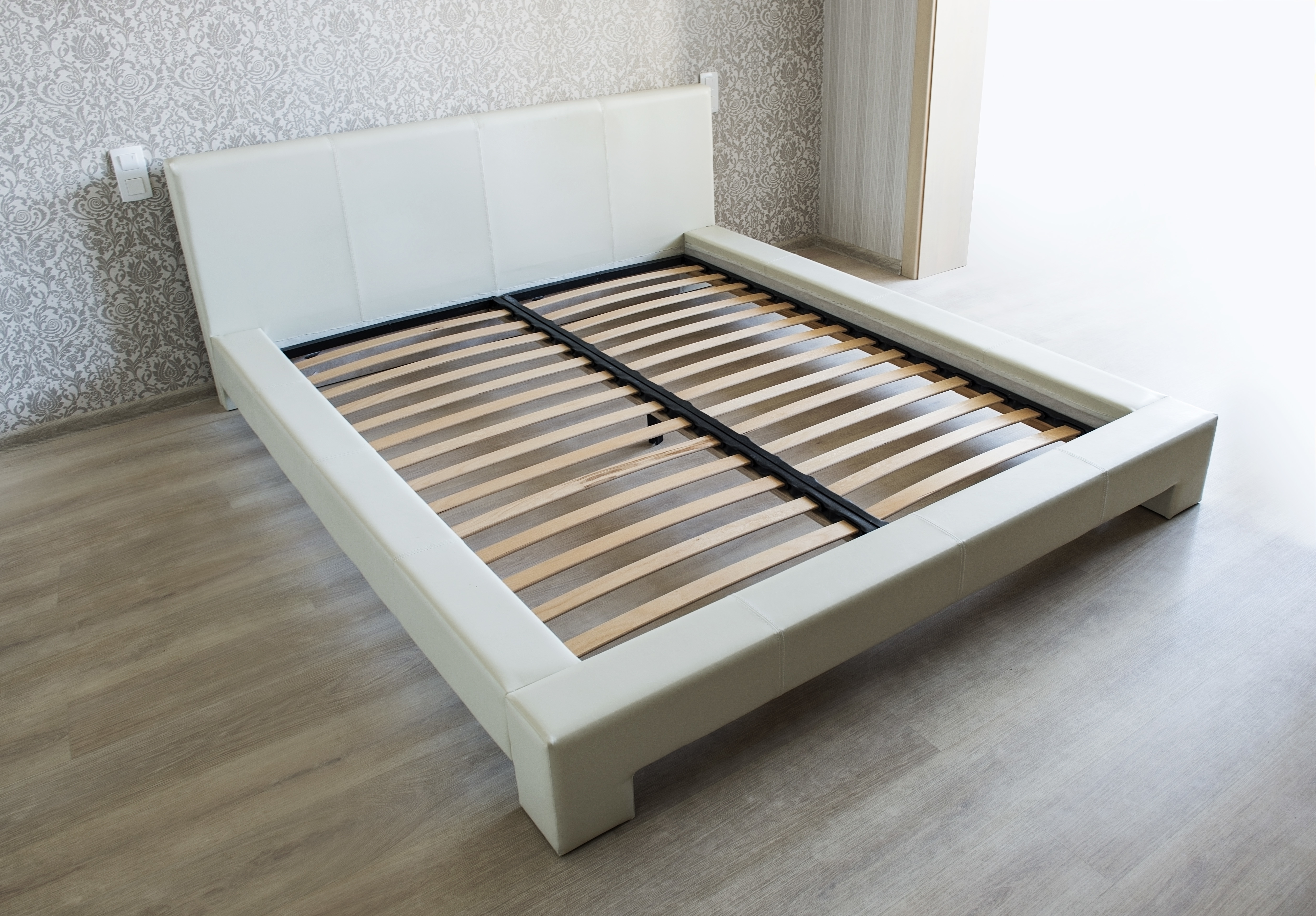ベッドフレームの例