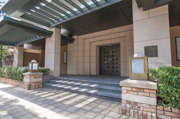 西新宿パークサイドタワーのエントランス