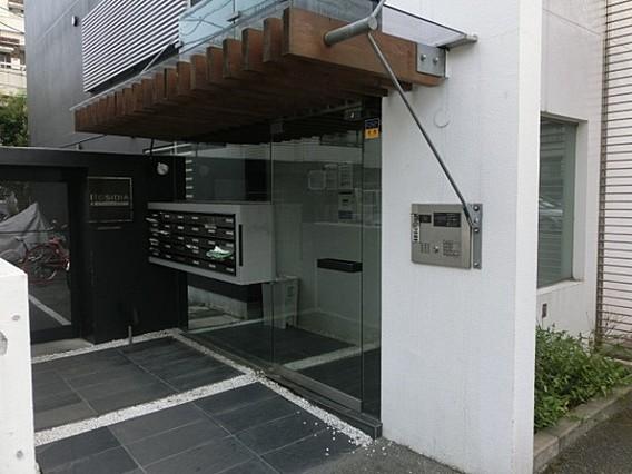 レジディア北新宿のエントランス