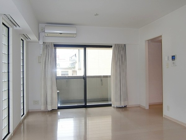アトラス江戸川アパートメントの室内