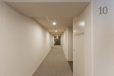 パークホームズ市谷薬王寺セントガレリアの内廊下