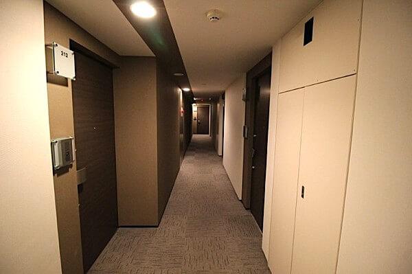 クオリア新宿余丁町の内廊下